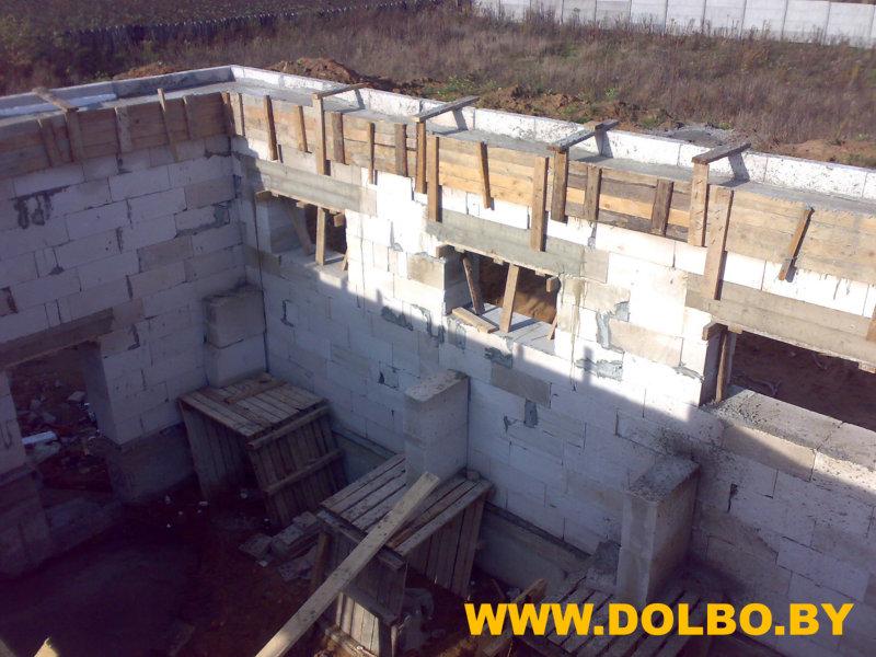 Возведение стен здания  image